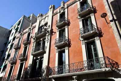 Multi-story residential building for sale in the heart of Barcelona